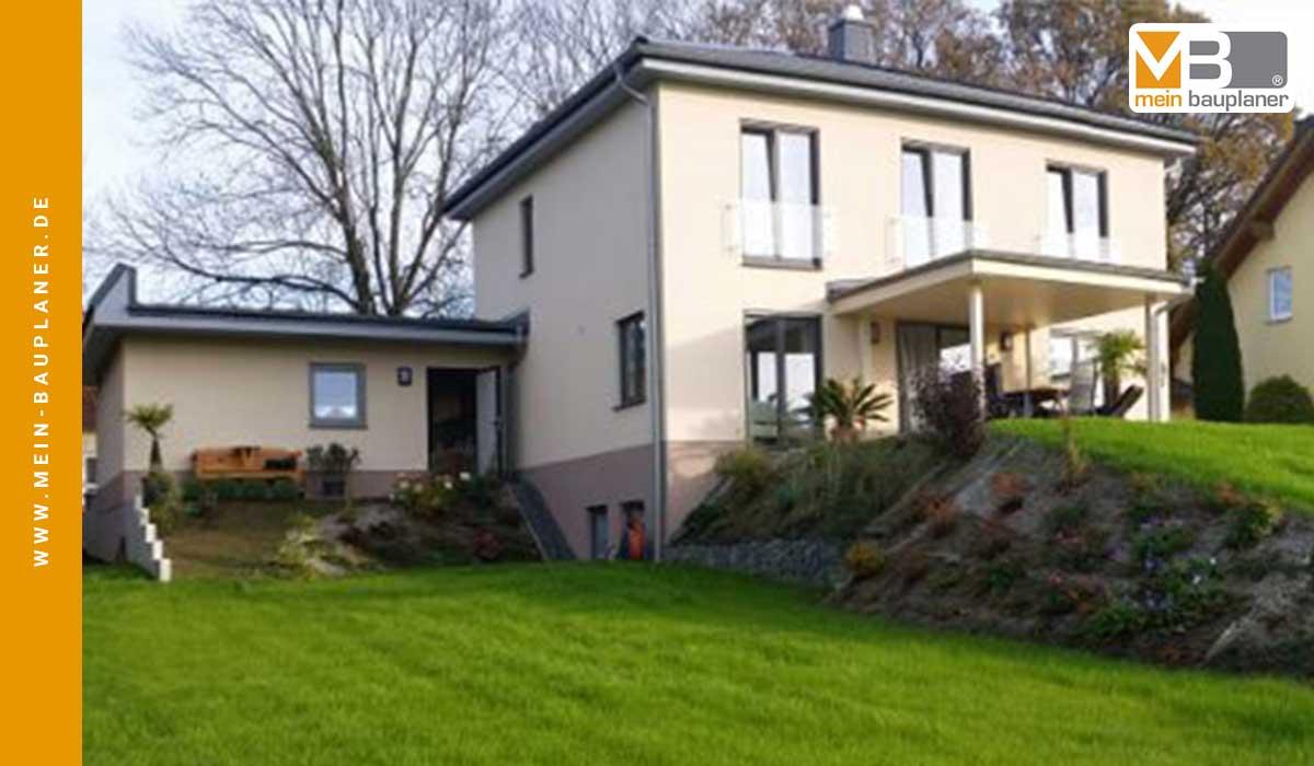 Einfamilienhaus mit Garage in Reumtengrün 2