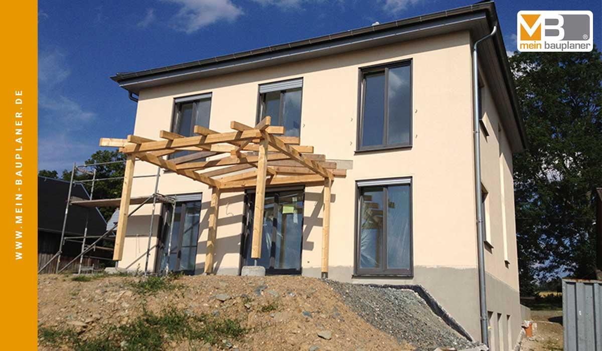 Einfamilienhaus mit Garage in Reumtengrün 3
